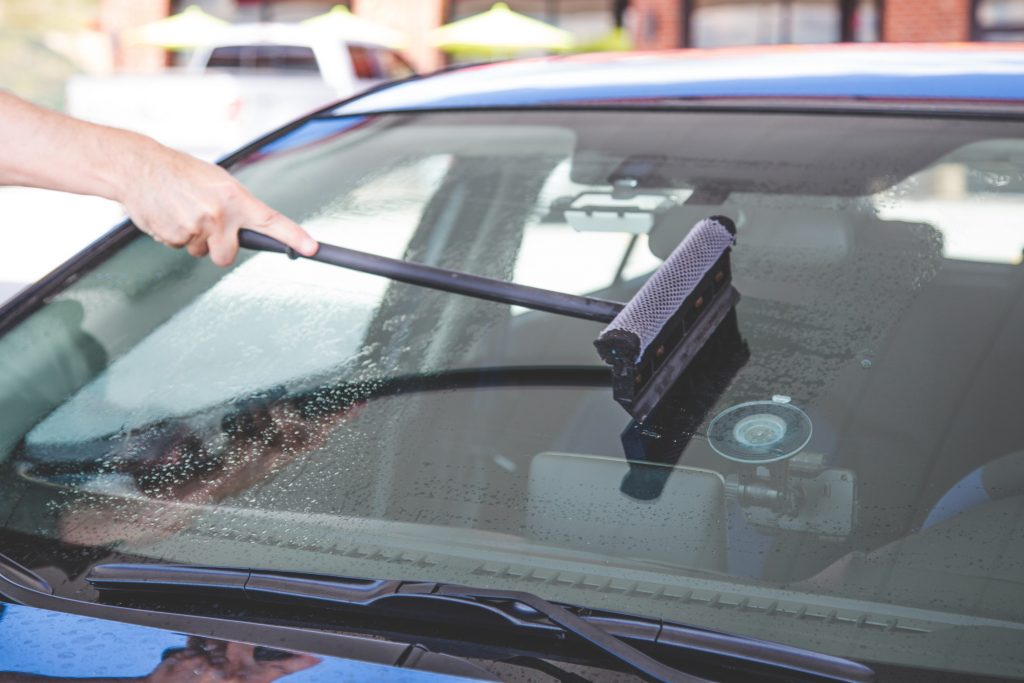 car-vehicle-windshield-cleaning-cleaning-windshield-squeegee-cleaning_t20_g8V20b