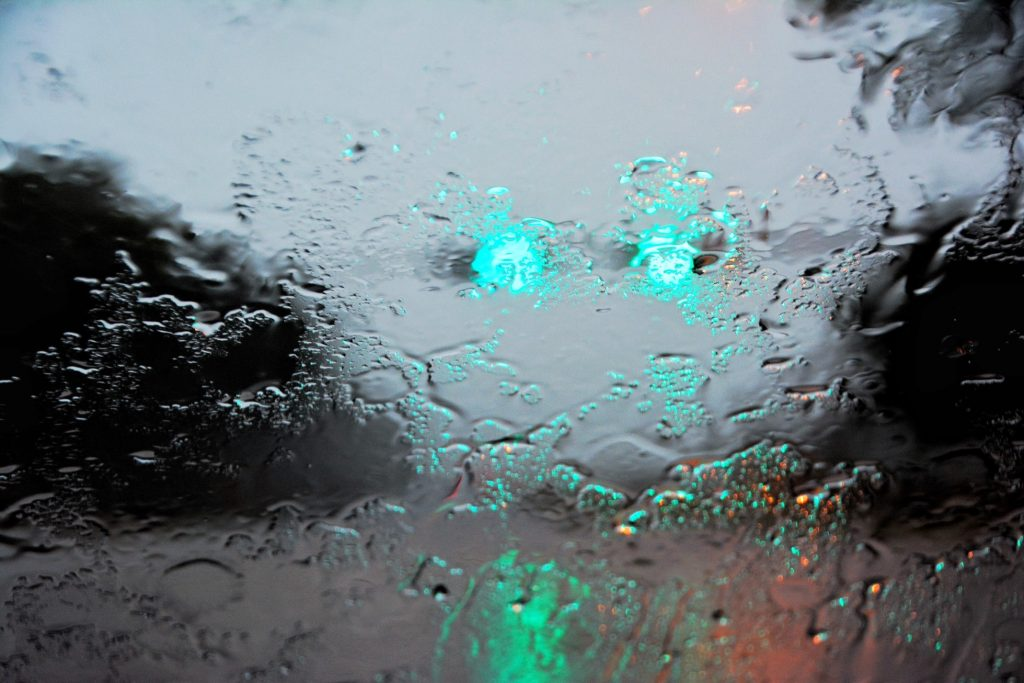 green-lights-in-the-rain_t20_LQyr0o