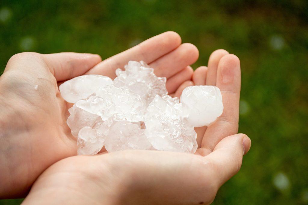 hands-holding-large-hailstones-after-severe-hailstorm_t20_nLNQR7